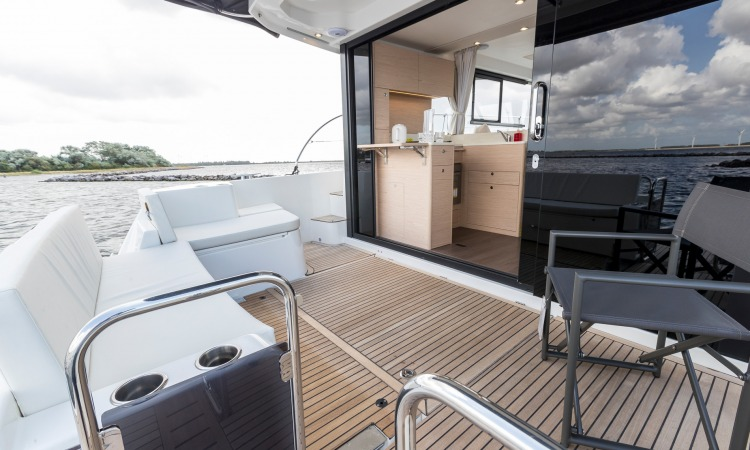 Beneteau Swift Trawler 41 Cockpit 5