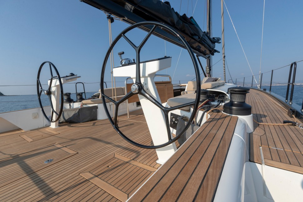 Beneteau First Yacht 53 helm stations