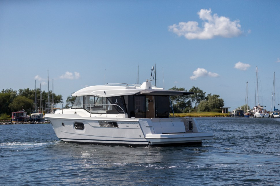 Beneteau Swift Trawler 41 Sedan 8