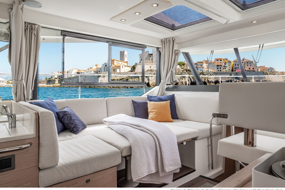 Beneteau Swift Trawler 41 lounge2