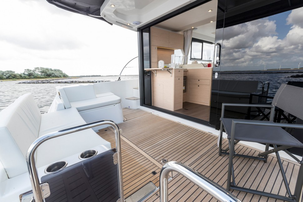 Beneteau Swift Trawler 41 main deck
