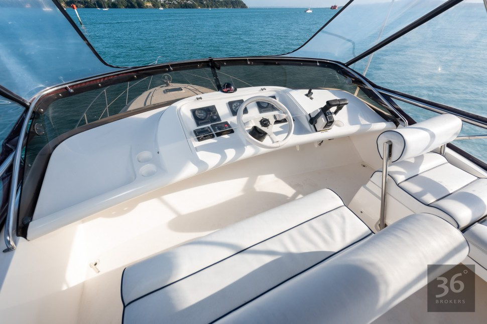 Fairline Phantom 38 10